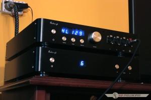Może i zestaw audio-GD nie zalicza się do kompaktowych, ale za to robi bardzo majestatyczne wrażenie na swoim stanowisku.