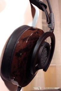 I od razu możemy podziwiać pierwsze cuda techniki - muszla  zaprojektowana komputerowo i uformowana w ciekłym drewnie.