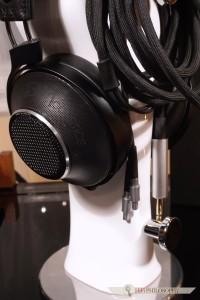Znajdziemy tu też zapożyczenia z innych znanych słuchawek - kabel ijego wtyczki ewidentnie nawiązują do HD800 Sennheisera.