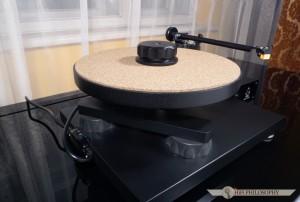 Gramofon posiada minimalistyczną konstrukcję, dystretniejszą nawet od Nottinghama Horizona.