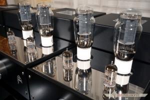 Siłę napędową dajką dwie pary klasycznych lamp 2A3.