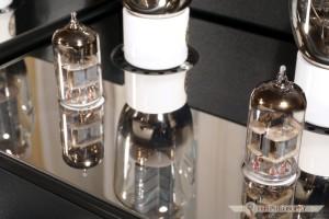 Ich wysterowaniem zajmują się natomiast miniaturowe 5H23N.