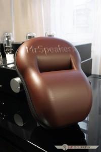 Ten niezbyt atrakcyjny futerał mieści w sobie jedne z najlepszych słuchawek dynamicznych dostępnych na rynku.